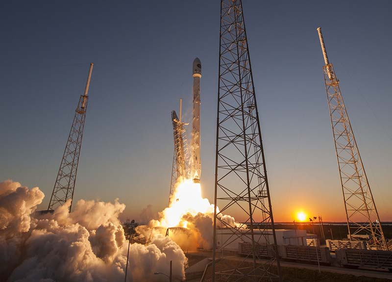 SpaceX-Falcon-9--Rocket-Launch-sunset-800x575_501c25d3-a607-57cd-0efdd486388ac751